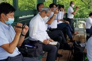 今年6月、練習試合を視察するプロ球団スカウト陣(左から2人目が中日・中田宗男スカウト顧問、同3人目が中日・近藤真市スカウト)