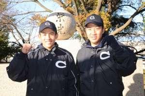写真右から加藤優翔捕手、富田稜大外野手(中京大中京・新3年)
